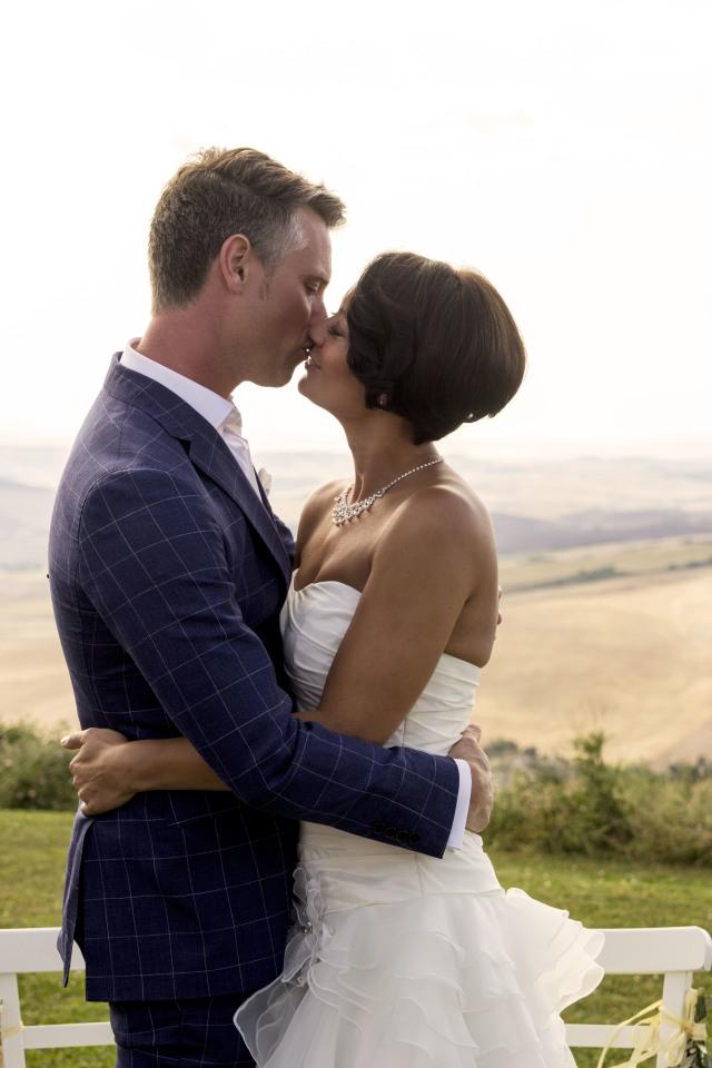 De kus van het bruidspaar