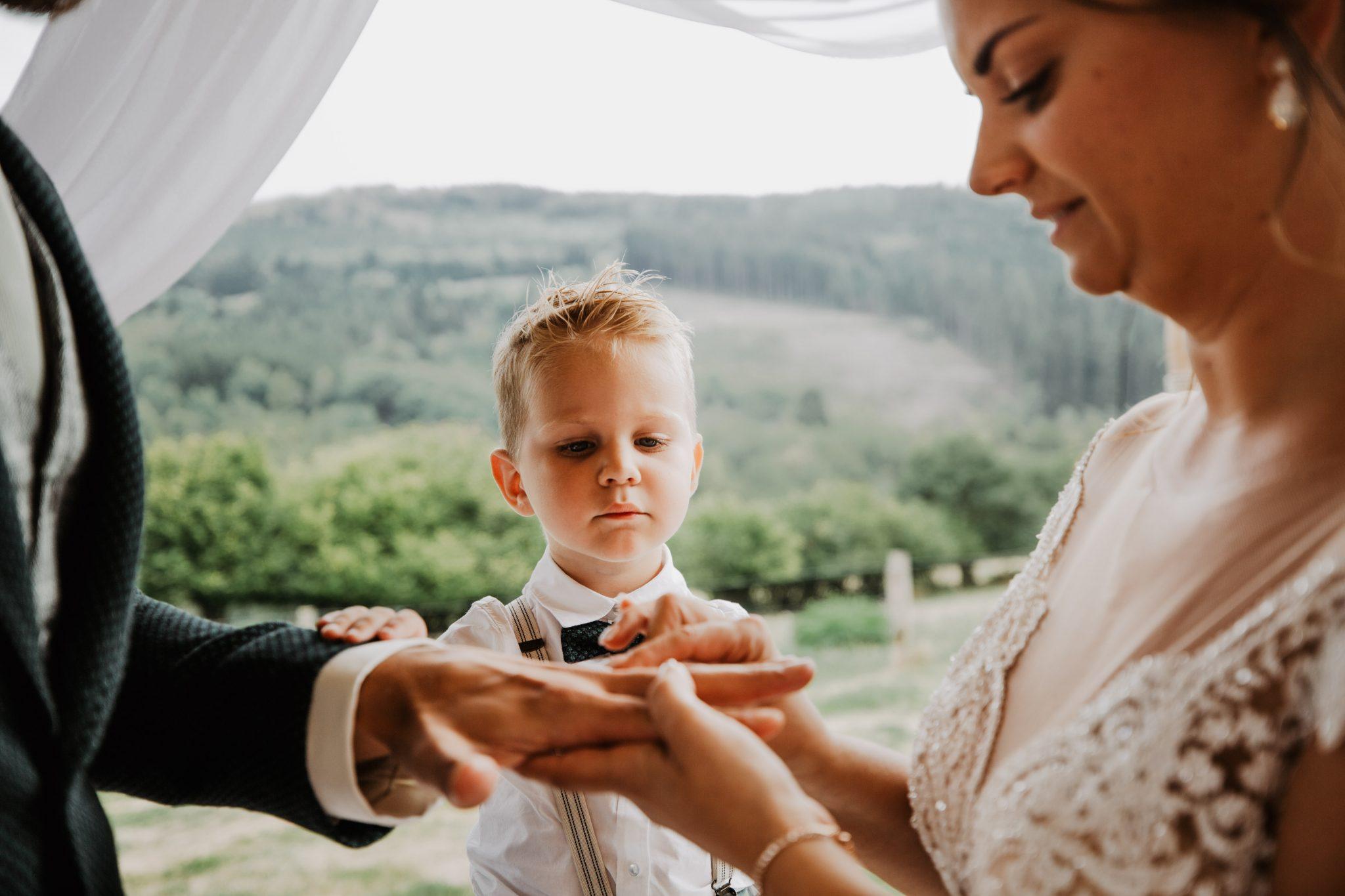 Ringen tijdens Ceremonie bruidsfotografie