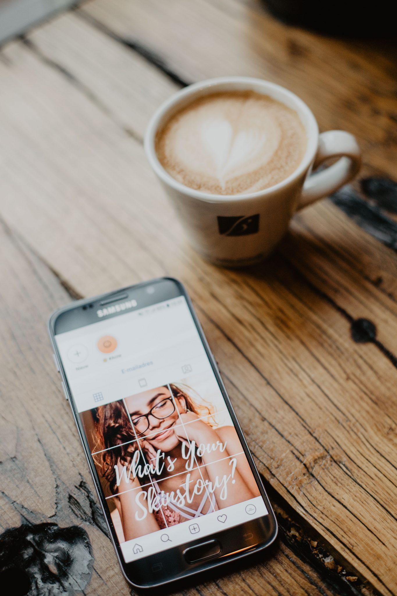 Fotoshoot social media met koffie instagram