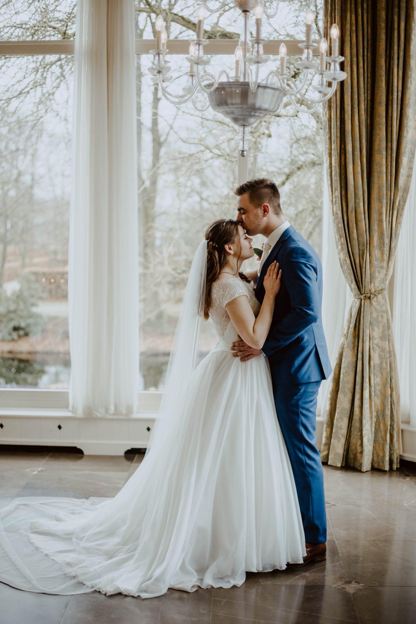 Fotoreportage bruiloft met bruidsfotograaf in de Vanenburg Putten