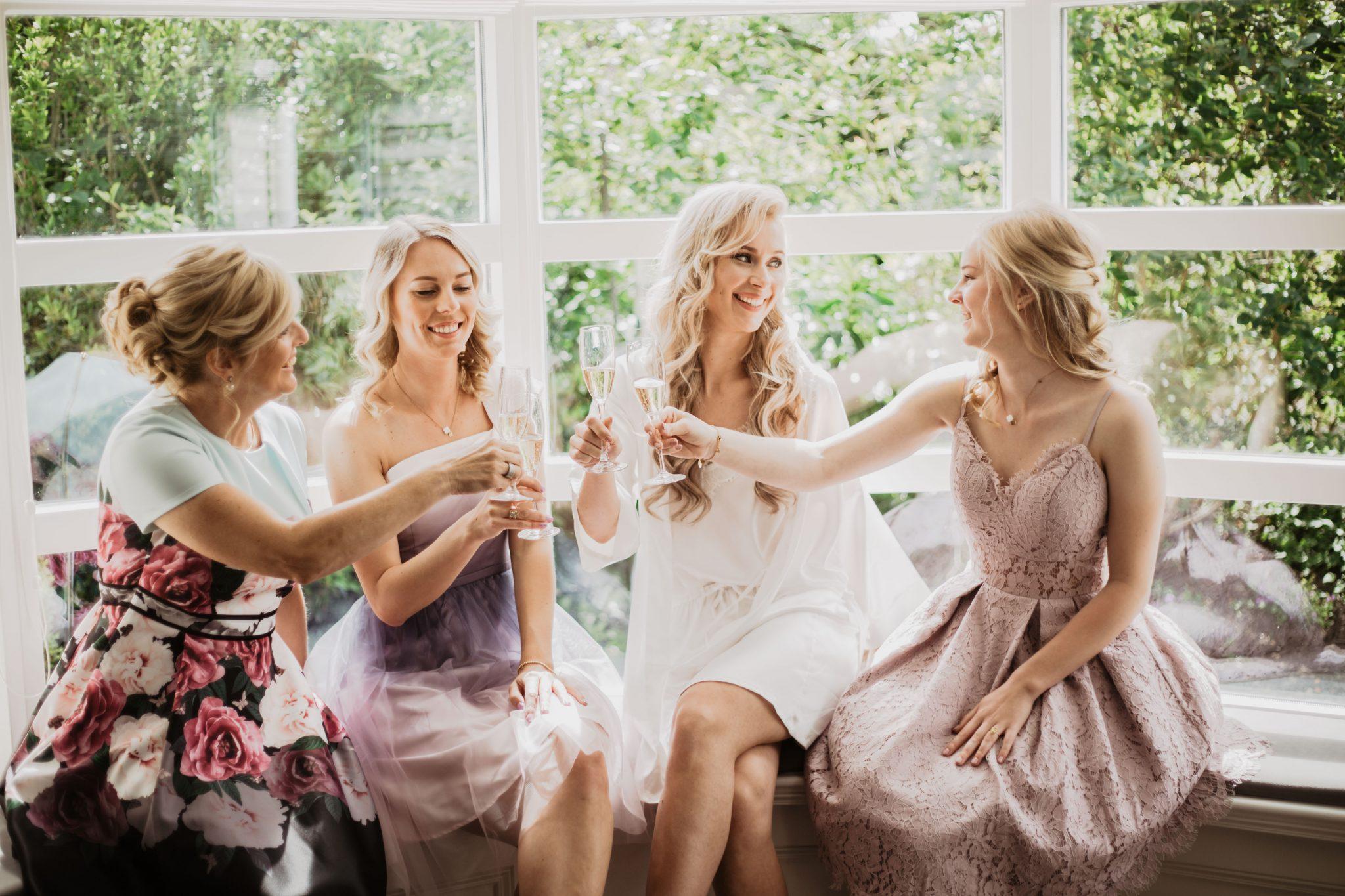 Getting ready bruid en meiden