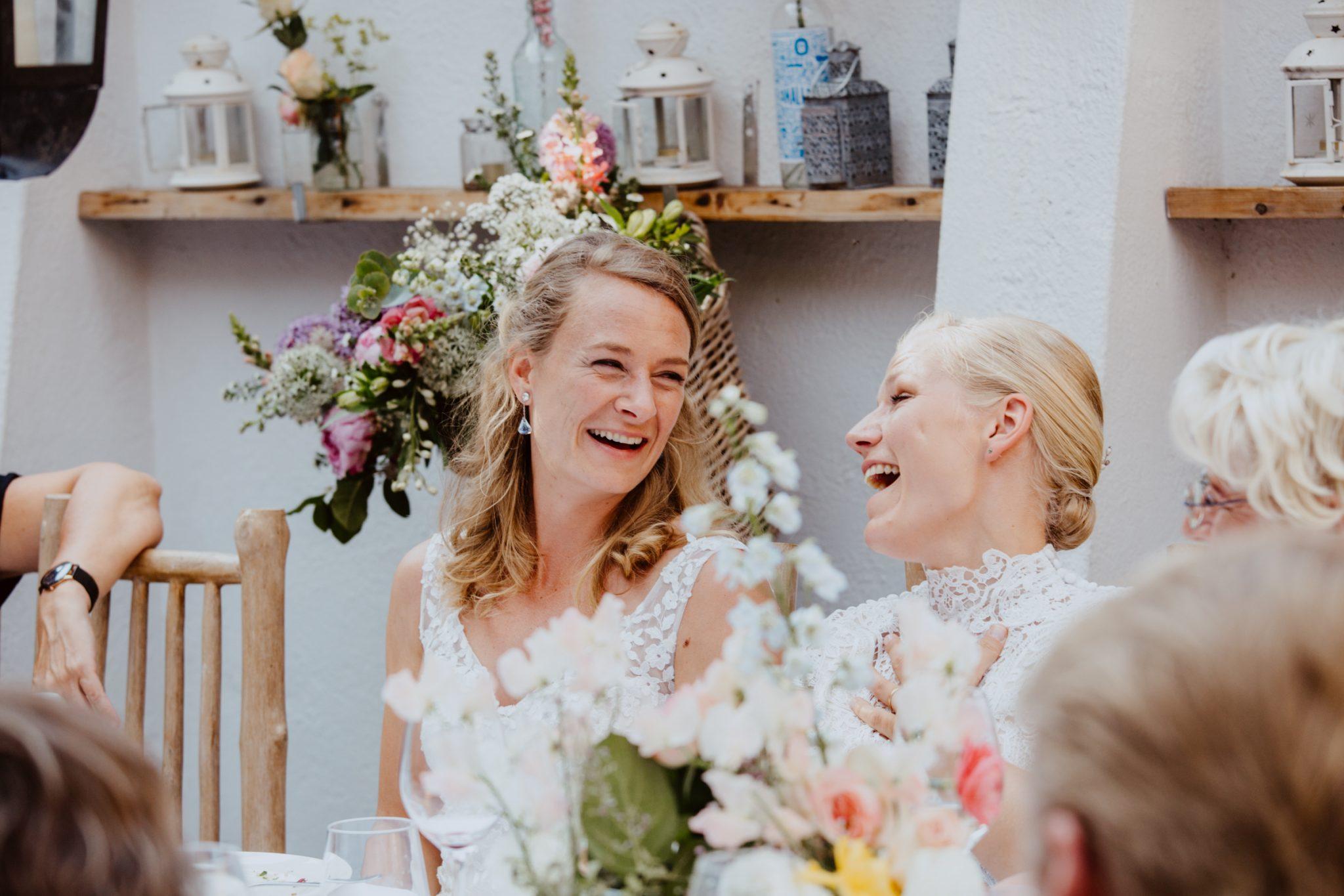 bruidspaar trouwen in de woeste hoeve