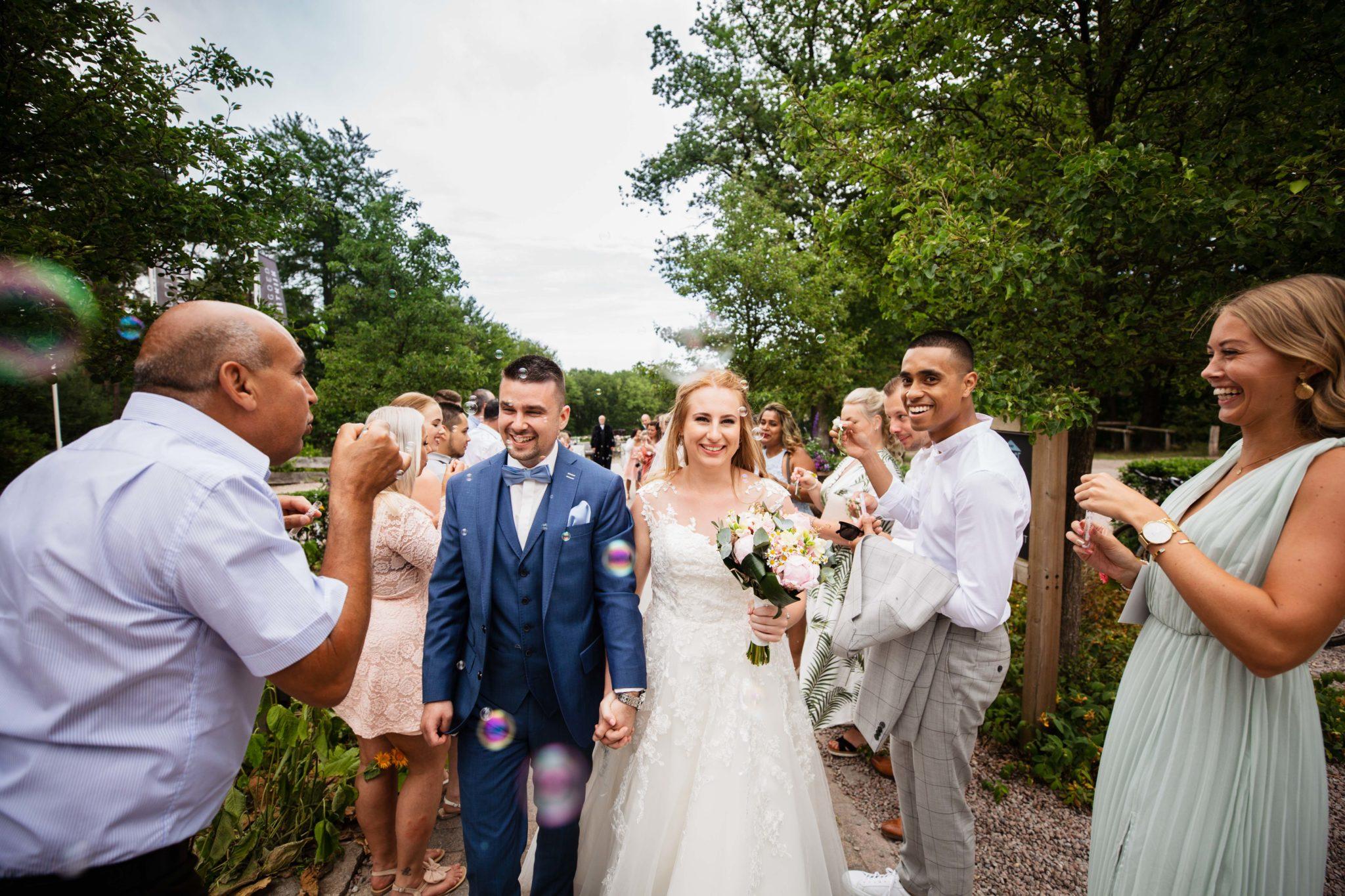 Bellenblaas bruiloft landgoed de uitkijk