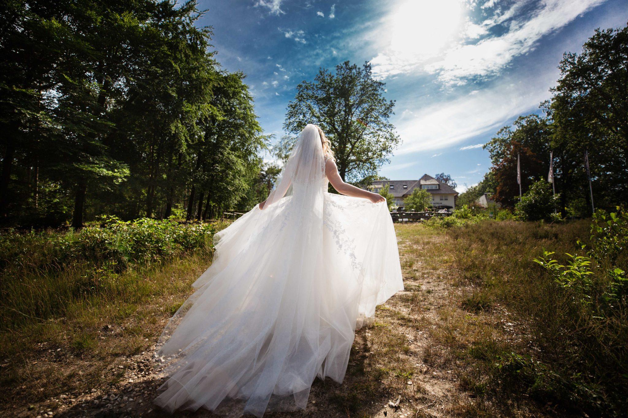 Bruid trouwjurk trouwen landgoed de uitkijk