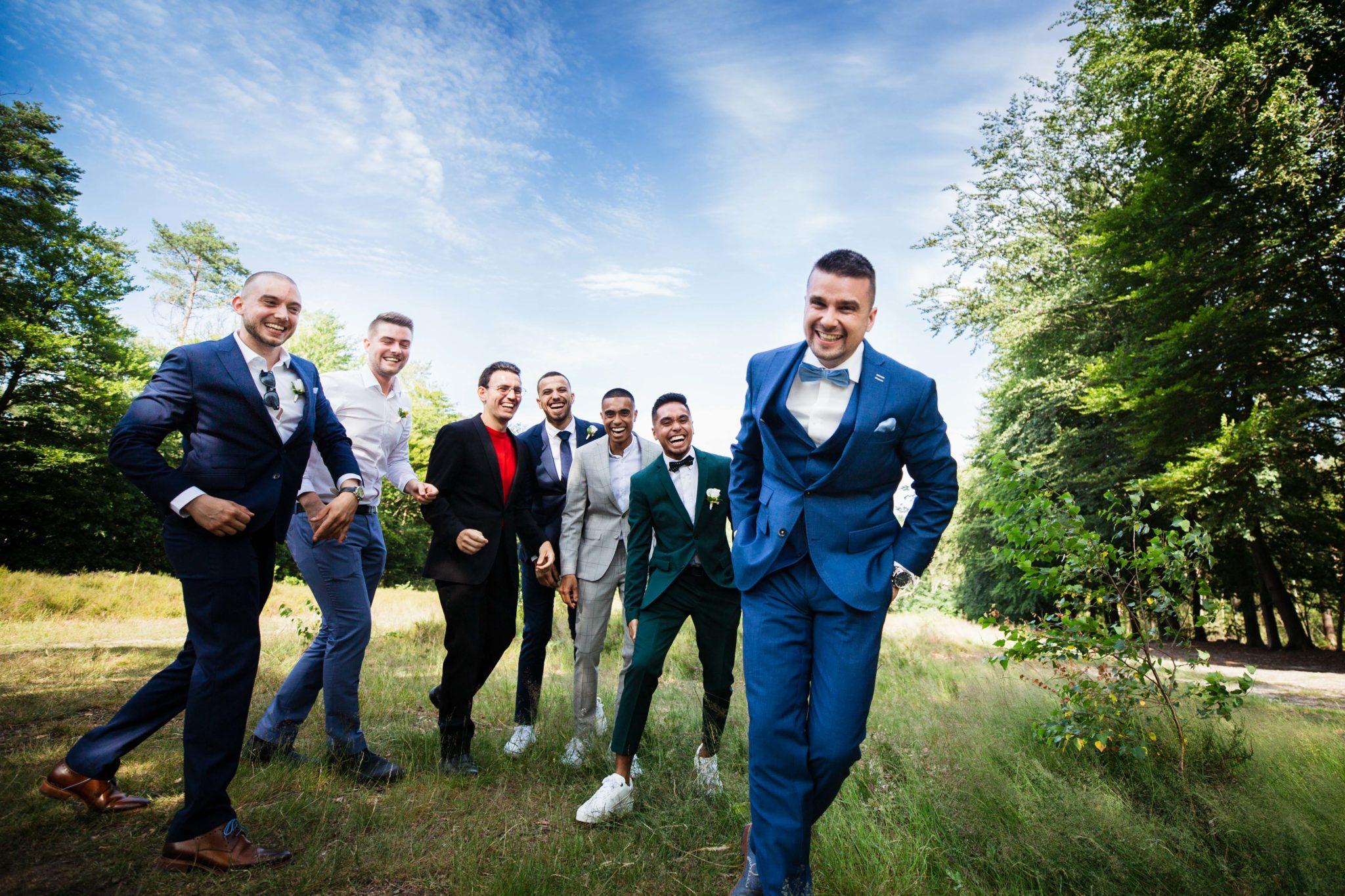 Bruidegom en vrienden bruiloft