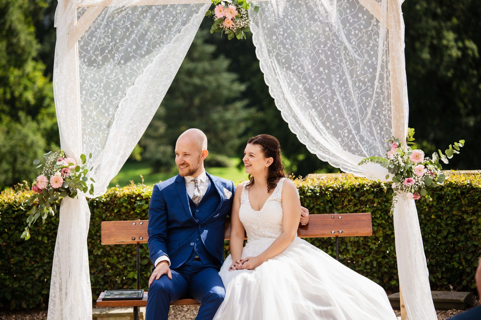 Buiten trouwen backdrop ceremonie