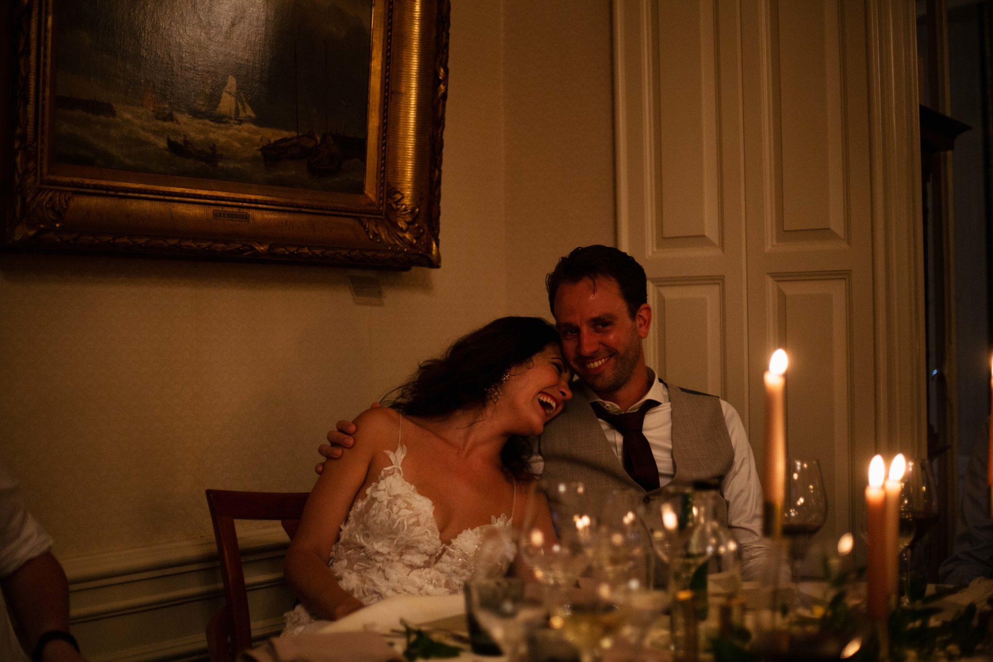 Bruid en bruidegom romantisch diner
