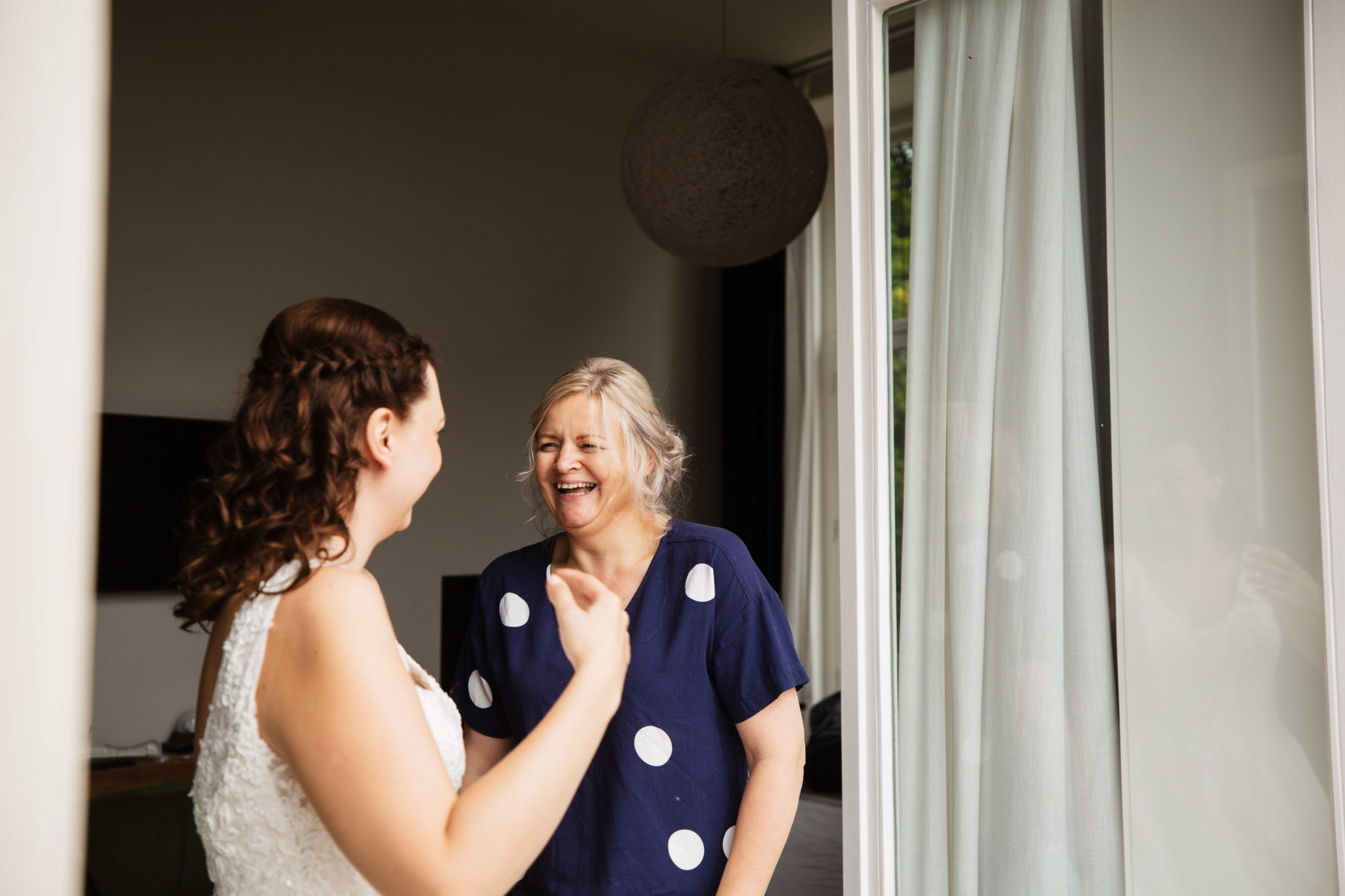 Moeder dochter momentje Bruiloft