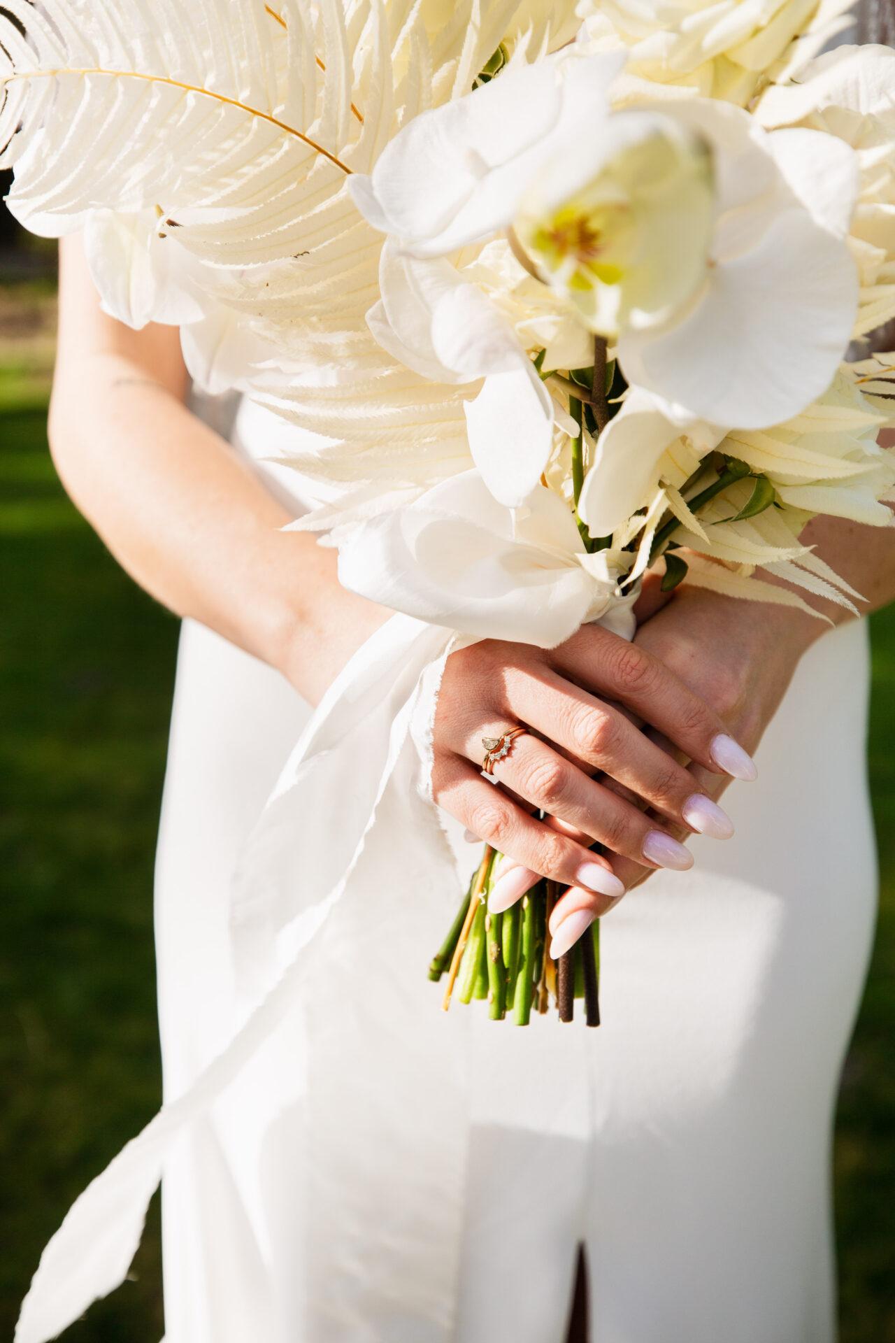 Bruidsboeket en trouwring