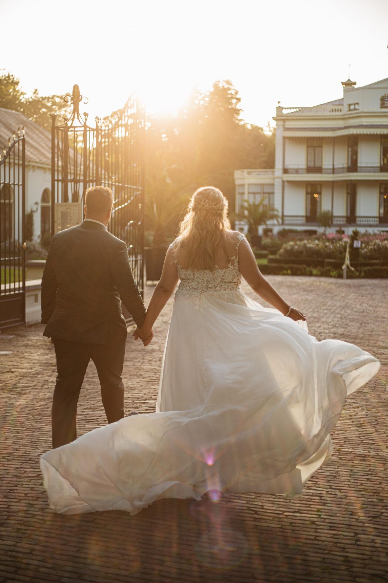Goldenhour fotoshoot bruiloft de Vanenburg