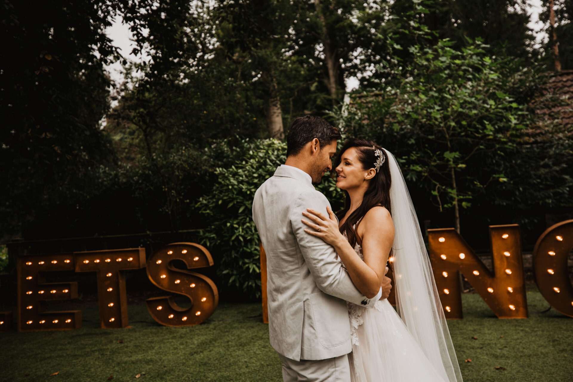 lichtletters Bruiloft verhuur