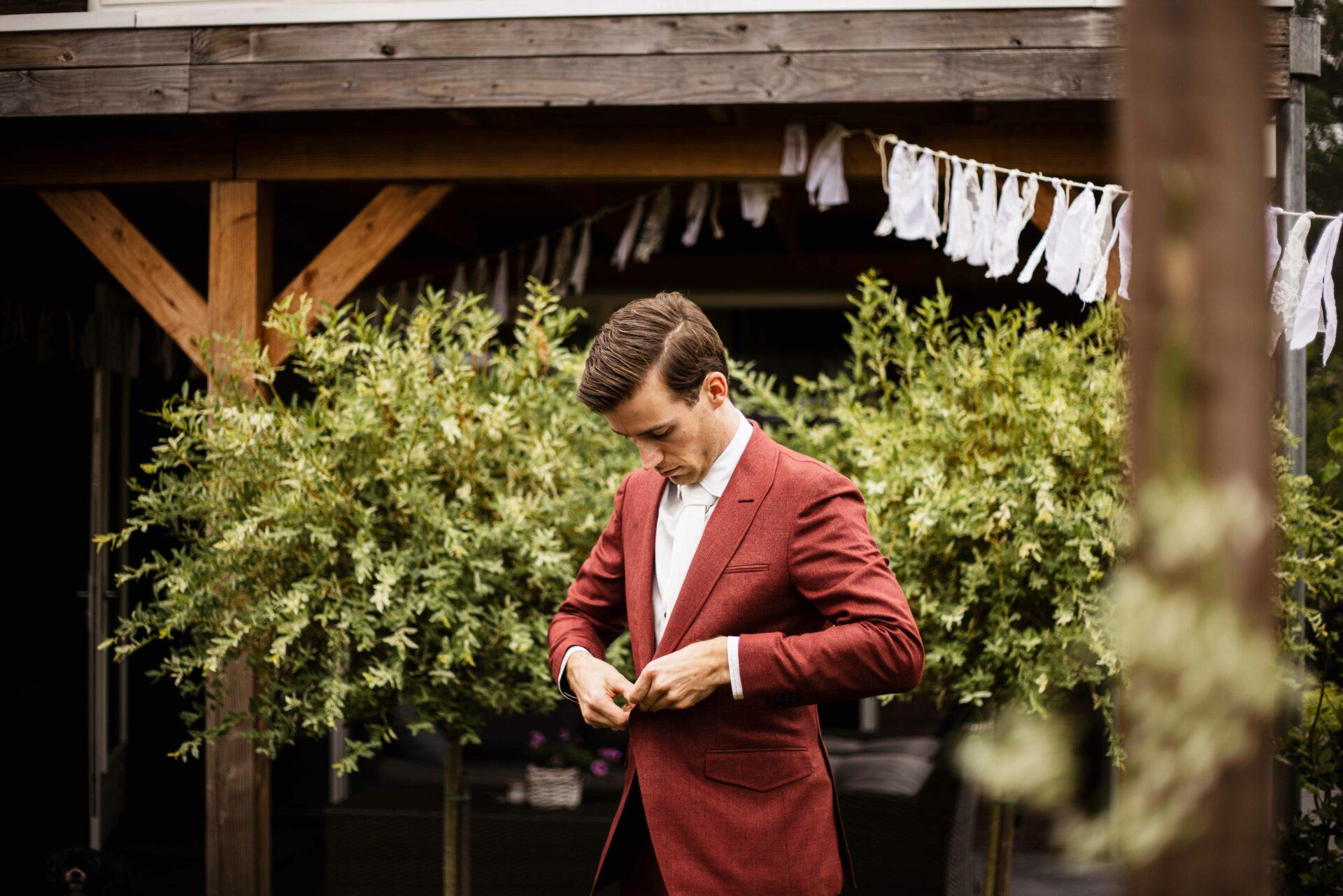 Rood trouwpak